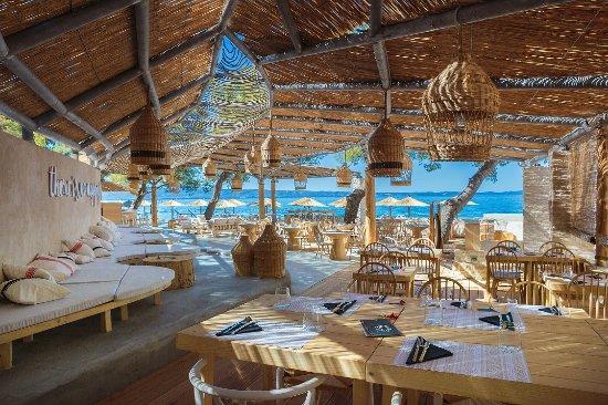 Podstrana, Croatia: Gooshter beach club seating area