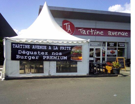 Romorantin, Frankrike: La terrasse Tartine Avenue