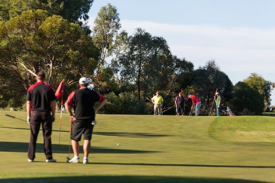 Waikerie, Australien: The double greens of the 13th and 15th Holes