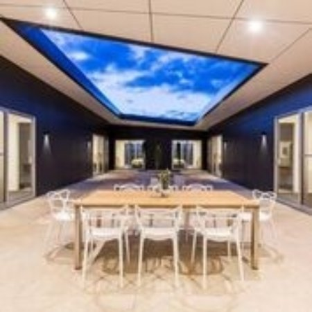 Waikerie, Australia: Inside the newly built on course 12 person Villa