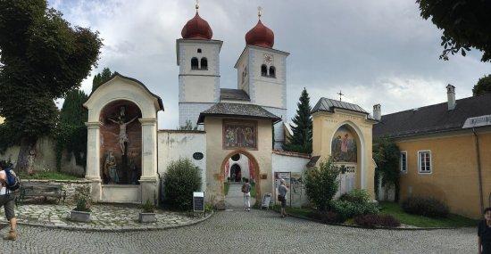 Millstatt, Österrike: Panoramica esterna, splendida chiesa