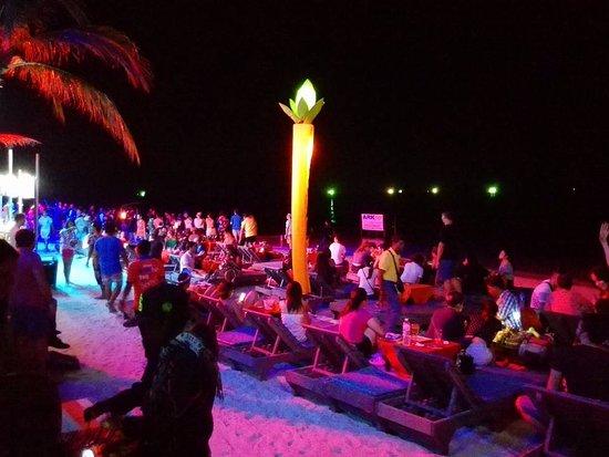 Ark Bar Beach Club: View on the beach in night time.