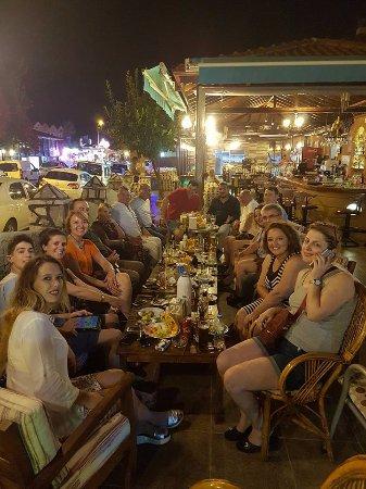 The Lemon Tree Hotel Restaurant: lemon tree restaurantta dostlarla