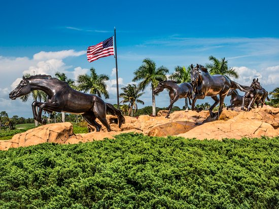freedom horses statue at the entrance to lely resort. Black Bedroom Furniture Sets. Home Design Ideas