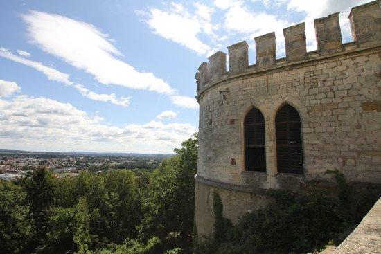 Leibnitz, Österreich: Bastionturm mit Blick auf das Tal