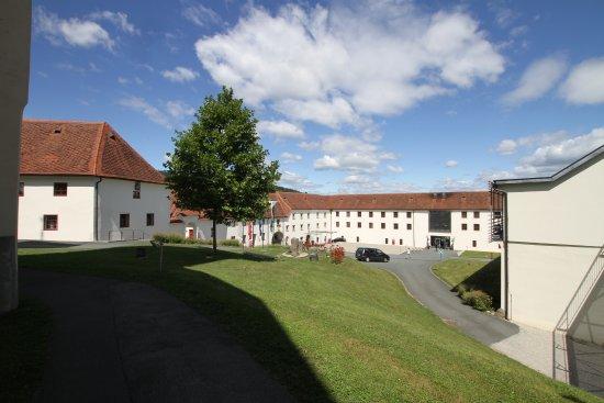 Leibnitz, Österreich: Alte und neue Gebäudeteile