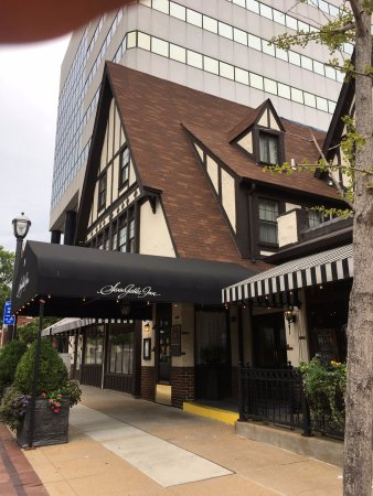 Seven Gables Inn: Charming boutique hotel in the heart of the city!
