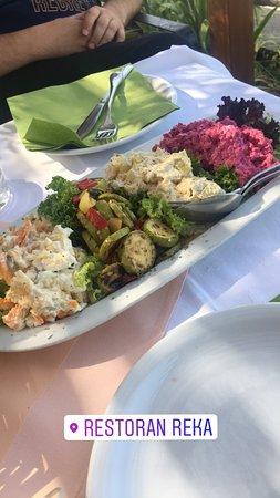 Reka: 4 farklı salata hepsi birbirinden lezzetli öyle guzeldi ki kabak sevmeyen insana sevdirir