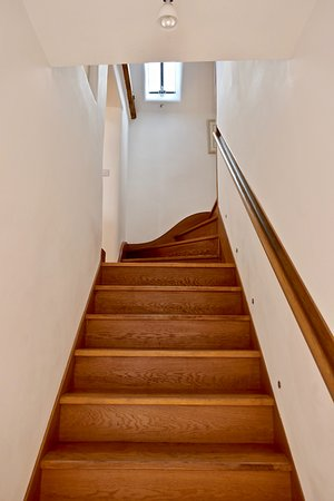 King's Cliffe, UK: Stairway to Archway apartment