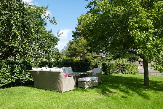 King's Cliffe, UK: Sitting area in the back garden