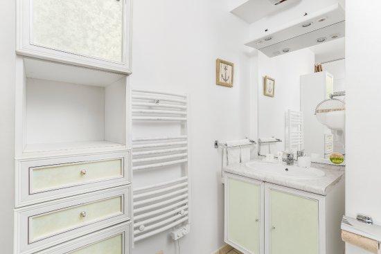 Connelles, Γαλλία: Bathroom