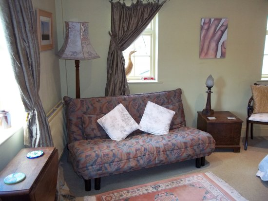 Fylingthorpe, UK: couche in room two