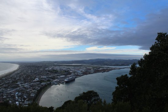 Mount Maunganui, New Zealand: A view from the top looking towards the cruise terminal