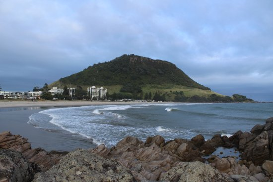 Mount Maunganui, New Zealand: The Mount from the far end of the beach