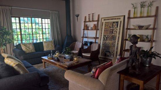 Safari Club: Nieuwe lounge met handgemaakte kasten en tafels