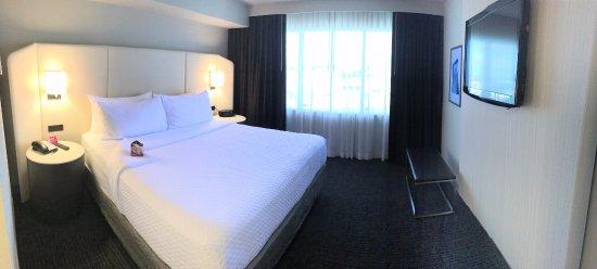 Crowne Plaza Arlington: WorkLife King Suite