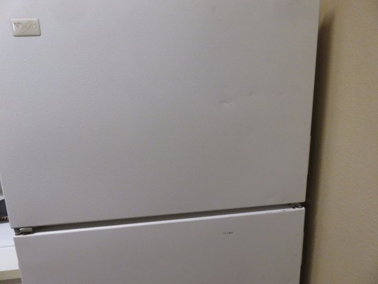 Extended Stay America - Stockton - March Lane: Kitchen all beaten up