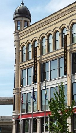 Frazier History Museum: The building