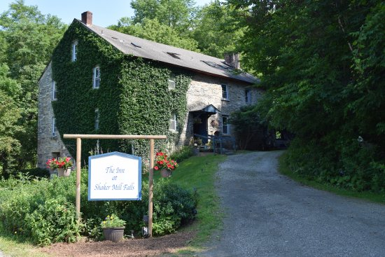 Foto de Inn at the Shaker Mill Falls