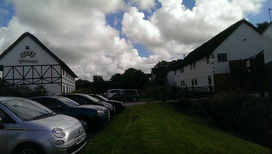 Guy's Thatched Hamlet: Car park