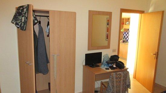 Villaggio Artemide: Bedroom, showing tiny television