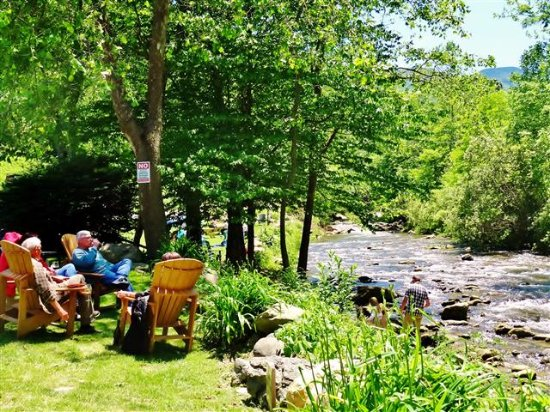 Grandfather Vineyard & Winery: Relaxing by the river or playing in the water!