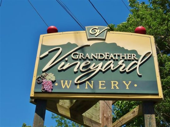 Grandfather Vineyard & Winery: Their sign.