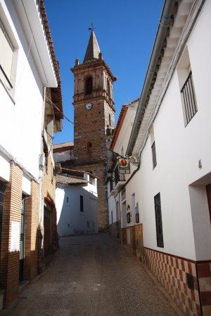 Alajar, Испания: Vista da Igreja (centro da vila)