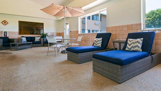 Vermillion, Νότια Ντακότα: Poolside Lounge Area