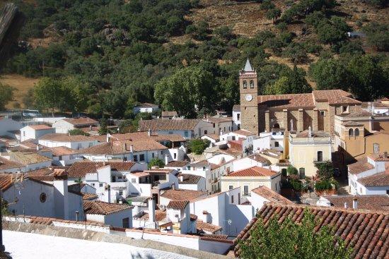 Almonaster La Real, Spain: Panorâmica da localidade (desde a Mesquita)