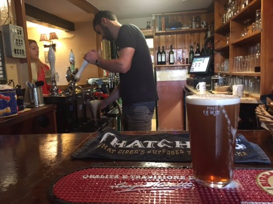 The Dog and Fox Inn: Good hand pulled beer