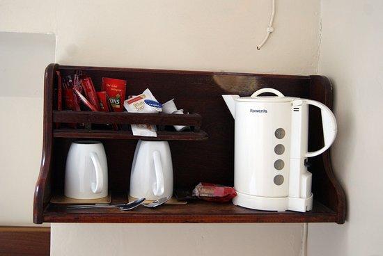 The Laurels B & B Kilkenny: Il materiale per una tazza di caffè o te in stanza