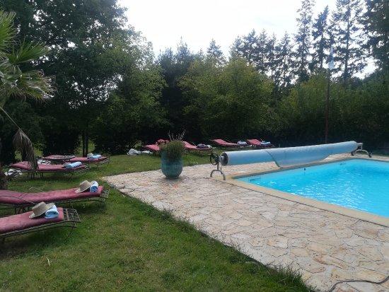 """Saint-Brice, France: même aux abords de la piscine, vous vous sentez """"attendus"""""""