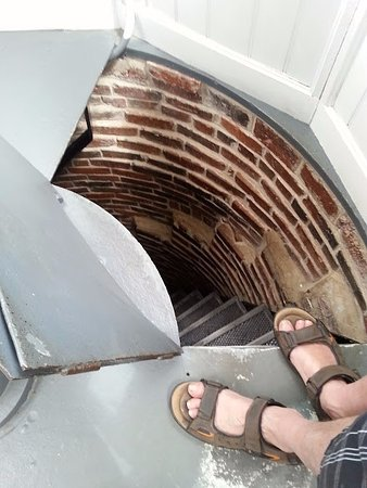 Pemaquid, เมน: going down the lighthouse steps