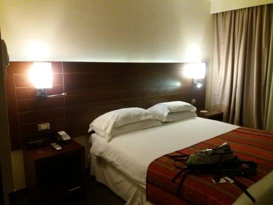 Hotel Manquehue Puerto Montt : La 1008. Vista al centro y al mar. Abajo hay un colegio, todo tranquilo.