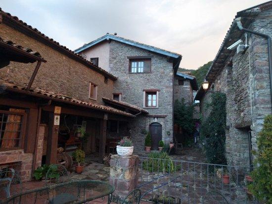 Laspaules, Spain: Vista de la casa desde la terraza