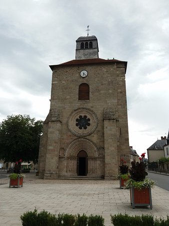 Gouzon, Frankreich: photo prise de la place de l'église