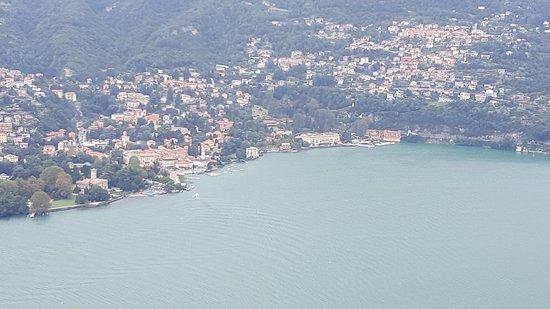 Brunate, Italia: PANORAMA DAL TAVOLO DOVE SI PRANZA VILLA D'ESTE