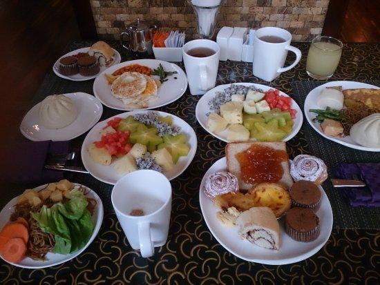 Wanning, China: Завтрак съешь сам, как говорится