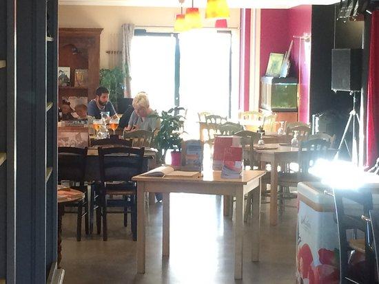 Plougrescant, Frankrig: Das etwas andere Restaurant mit sehr freundlichem Personal und sehr gutem Essen. Wir können es n