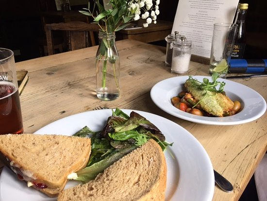 Chipping Norton, UK: We were very happy with our light lunch