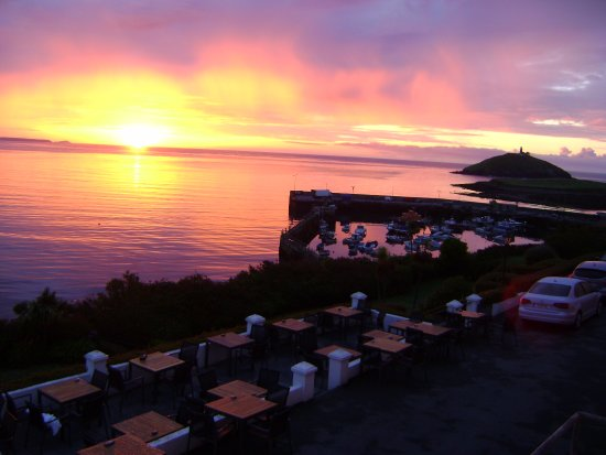 Bayview Hotel: All rooms have a sea view. We observed magnificent sunsets. Attached photo is of sunrise 530am!