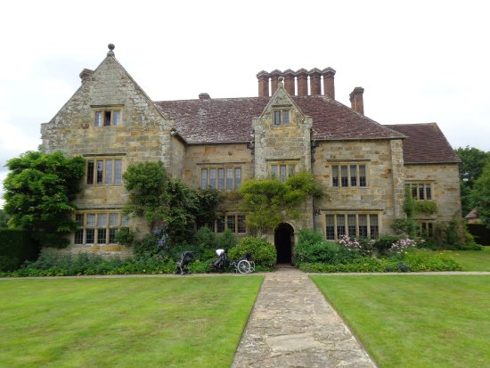 Burwash, UK: The Family Home