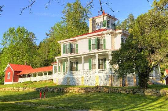 Sautee Nacoochee, GA: Visit the Hardman Farm to tour this wonderful 1870's Victorian Mansion.