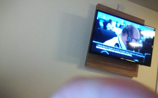 Travelodge London Central Euston: Reflections of lights on tv if watching in bed