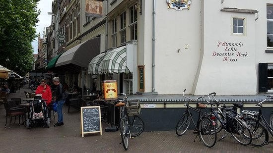 Deventer, Países Bajos: store, restaurant with outside seating