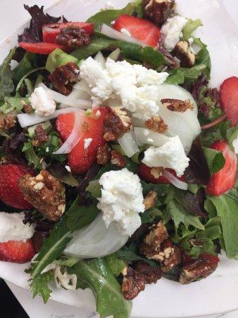 Camarillo, CA: Strawberry Salad