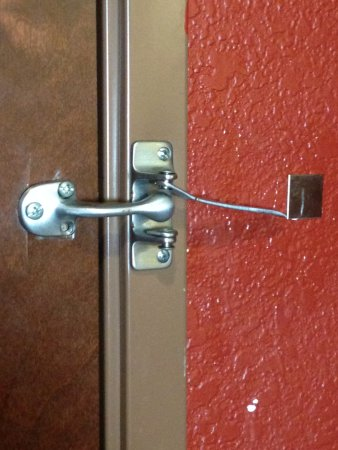 Comfort Suites West of the Ashley: Broken door lock