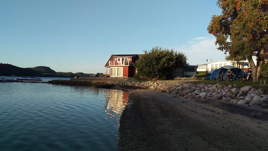 Risor, Norway: Finn langgrund strand, med sol til kl 20 om kvelden.