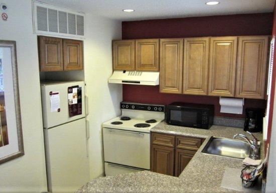 Residence Inn Kalamazoo East: Full Kitchen